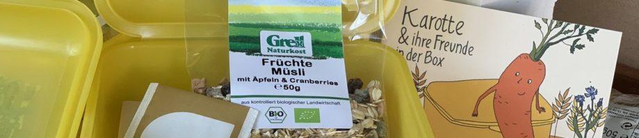 Grell Naturkost unterstützt Bio-Brotbox-Aktion, NDR Ernährungs-Doc Dr. Anne Fleck packt kräftig mit an